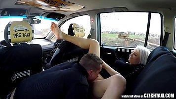 Смотреть онлайн случайный секс с таксистом 1