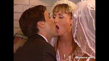 Свадебное порно с переводом, бабы трахают парней фистинг